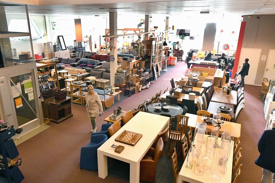De vestigingen van Rataplan zijn open. Het is er wel veel stiller dan normaal, zoals hier in de Helderse winkel te zien is.
