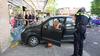Auto ramt gevel van kledingwinkel in Spanbroek; winkel was open