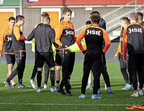 Het gaat hard met FC Volendam-verdediger Micky van de Ven, die van ene in andere verbazing valt