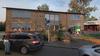Te veel ouders negeren parkeerverbod bij twee scholen Burgemeester de Boerstraat in Assendelft, plek wordt taxistandplaats