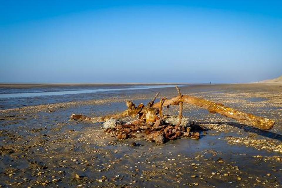 Oud ijzer op het strand van Heemskerk, afkomstig van de Vrijheit.