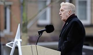 Vrijheid is niet vanzelfsprekend, zei André van Duin tijdens de Nationale Dodenherdenking. Laten we die vrijheid woensdag samen vieren | commentaar [video]