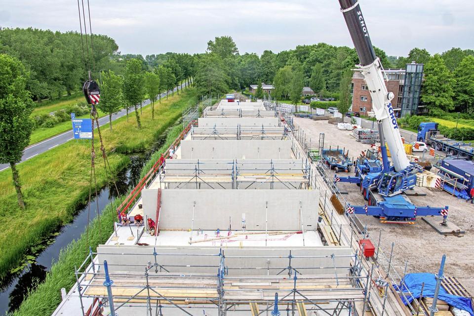De bouw van 35 sociale huurappartementen aan het Westerpark in Schagen krijgt vorm: de tweede bouwlaag is al in wording. Voorjaar 2022 zal het klaar zijn.