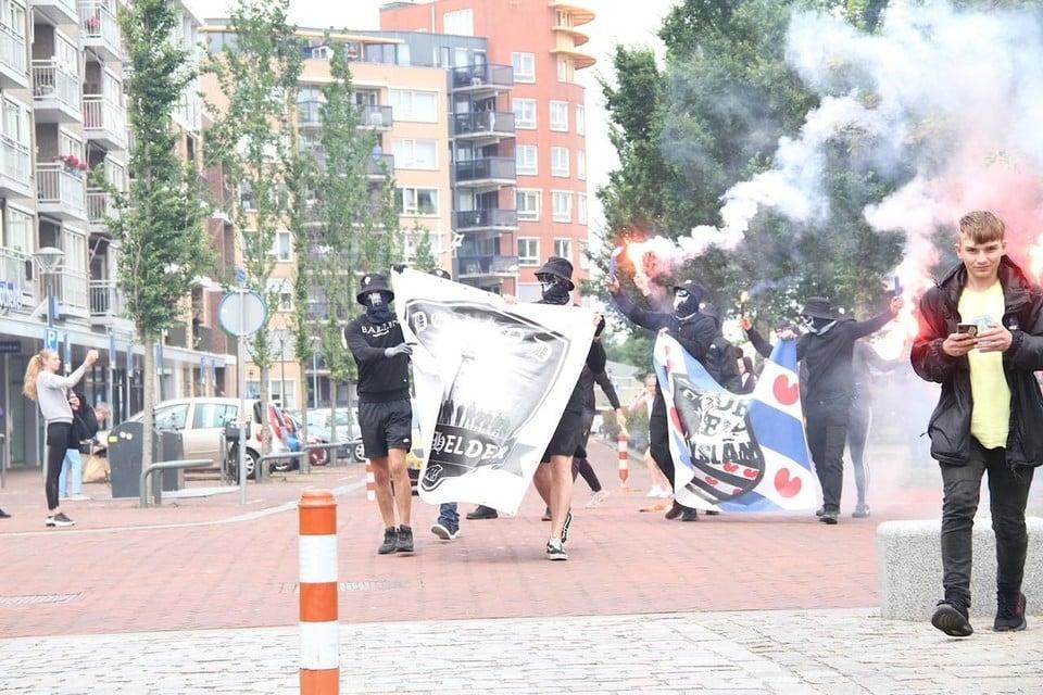 Defend Den Helder gaat voorop in de optocht.