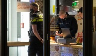 Overval met wapens op snackbar Burger City in Heerhugowaard mislukt, dader laat mes vallen