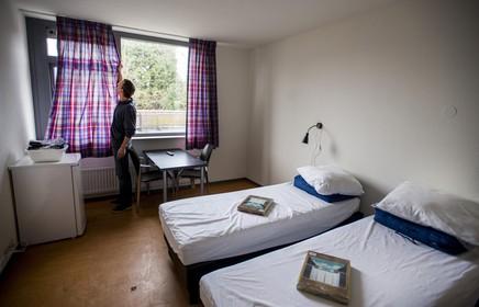 Bedrijfsleven West-Friesland wil omheind 'Center Parcs' voor arbeidsmigranten als oplossing voor overlast in woonwijken