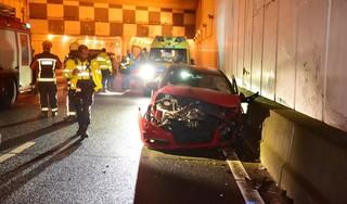 Man gewond bij botsing met tunnelwand op de A4 tussen Weteringbrug en Nieuwe Wetering