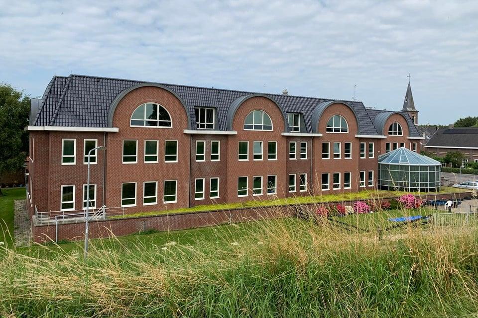 Het kantorencomplex aan de IJsselmeerdijk in Scharwoude is in beeld voor appartementen.