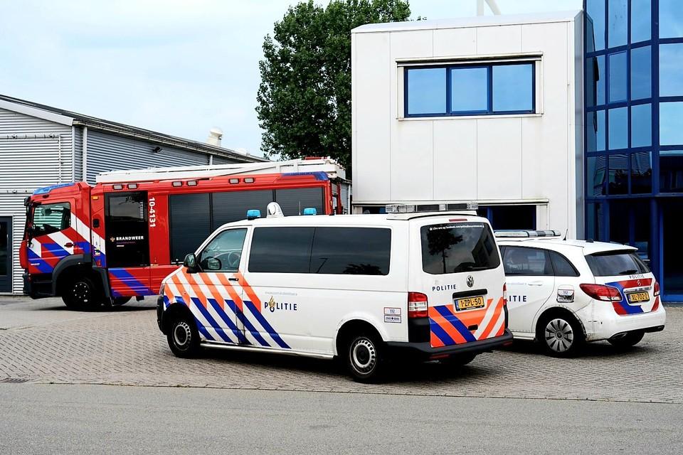 De politie heeft bij de inval gedaan aan de Hazenkoog twee arrestaties verricht.