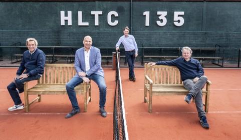 Bij de oudste tennisvereniging van Nederland ga je de baan nog altijd op in 'overwegend wit', maar het gaat mee met zijn tijd: 'We hebben ook een halloweenfeest'