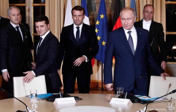 Eerste ontmoeting Poetin en Zelenski