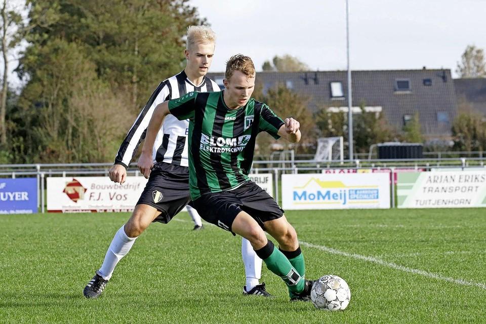 Jordy Hoorn aan de bal voor Hollandia T tegen Medemblik. Die confrontatie zit er met de gedwongen verhuizing niet meer in.