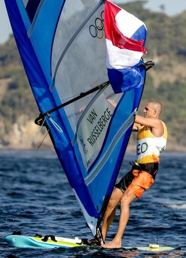 Badloe begint WK windsurfen beter dan Van Rijsselberghe [video]