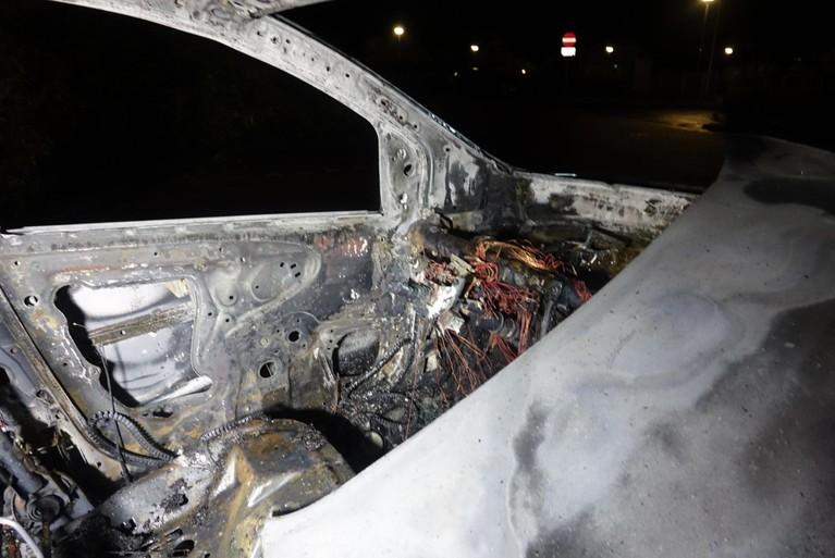 Drie aanhoudingen na autobrand in 't Zand [video]
