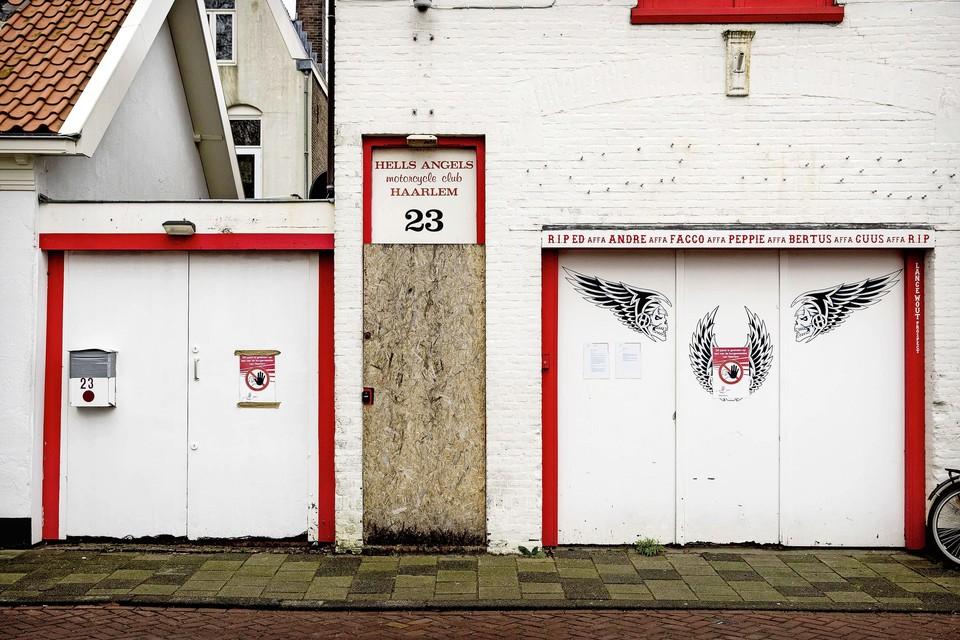 Het voormalige clubhuis van de Hells Angels in Haarlem. De burgemeester besloot het pand in januari 2017 te sluiten na een inval waarbij onder meer drugs werden aangetroffen.