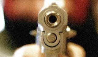 Slachtoffer wordt in gezicht beschoten en loopt gebroken kaak op. Voorarrest 68-jarige verdachte schietincident met drie maanden verlengd