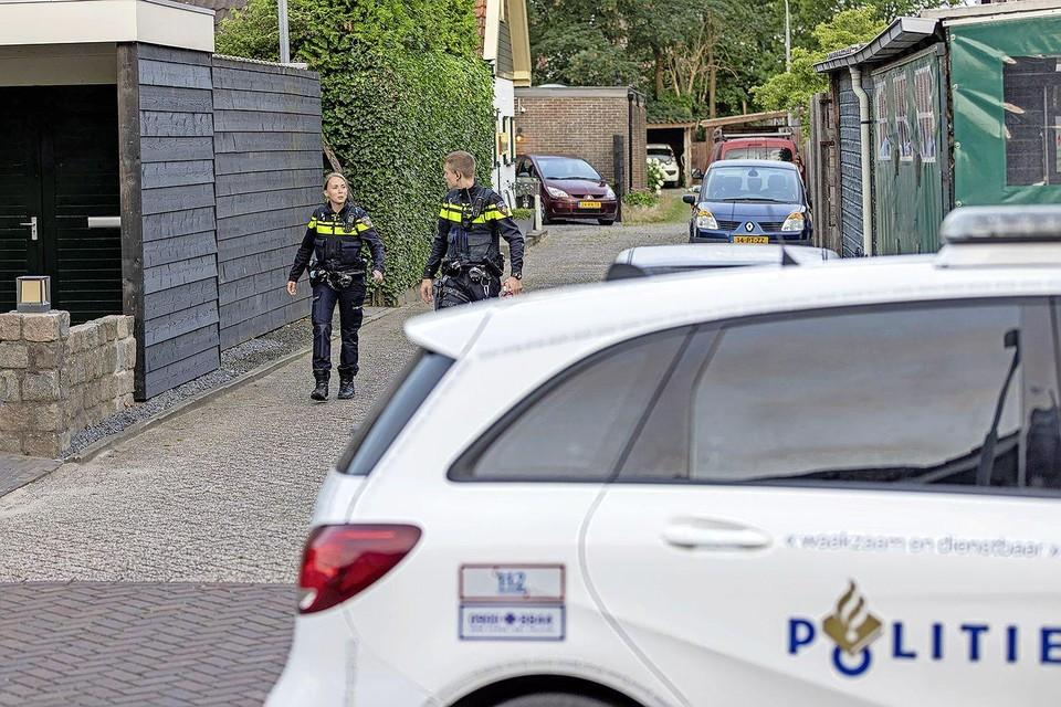 Agenten in de 2e Lage Hoekstraat.