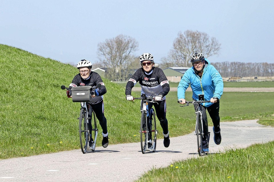 Drie steppers op de Keinsmerweg met van links naar rechts: Peter Visser, Max Hopmans en Gerard van der Leeden.