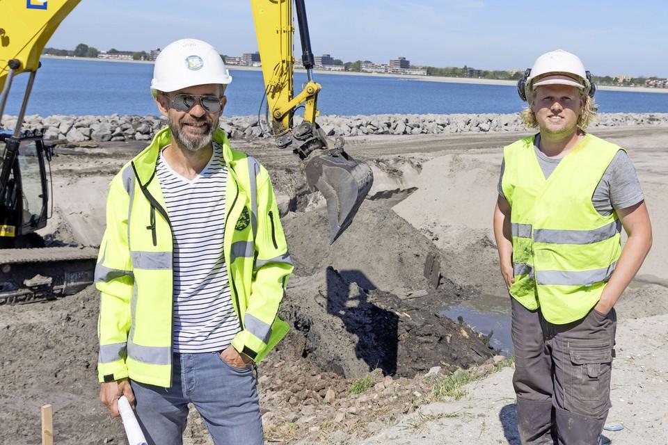 Archeologen Sander Gerritsen (links) en Jasper Leek.