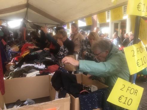 Koopjesjagers vroeg uit de veren voor Hoornse Lappendag