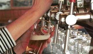 Tegen afspraak in toch alcohol op Zaanterras; 'erop of eronder' voor horecaondernemer