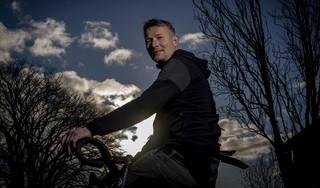 Martijn Lust viel en fietste een jaar niet, maar ontwikkelde toch zijn talenten: 'Positief ingesteld, zo moet ik denken. Toch ook het besef, verdorie, ik heb wel de Spelen gemist'