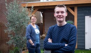 Coach Anita van Floor Jongerencoaching helpt kwetsbare jongeren op weg, zoals de bijna blinde Mike uit Assendelft die bakker wilde worden. 'Ik heb een jaar contract gekregen'