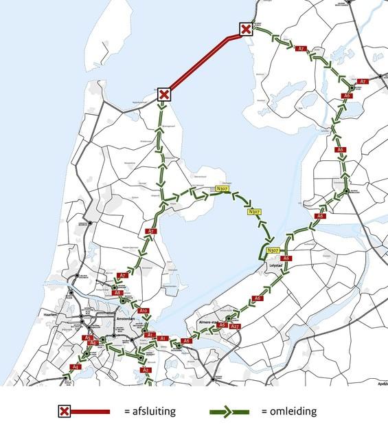 Verkeer wordt omgeleid via de groene pijlen.