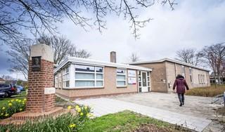 Gemeente Alkmaar gaat desnoods zelf op zoek naar een andere tandarts voor Stompetoren. Vorige tandarts is ontstemd vertrokken