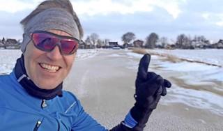 André is weer de eerste schaatser op het ijs, maar eindigt dit keer bij de huisarts [video]