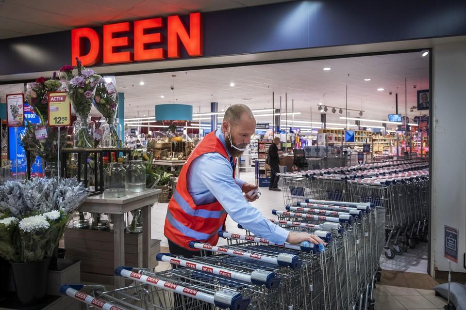 Over een half jaar is de naam Deen mogelijk van de winkels af. Personeel en de winkels zelfs blijven.
