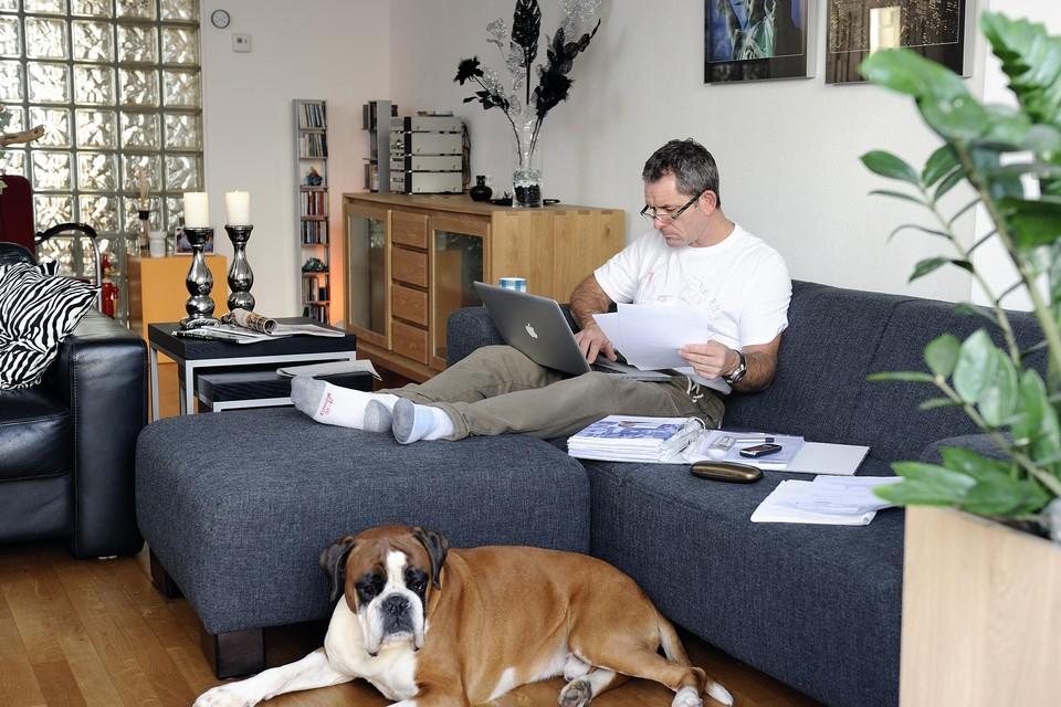 Net als zoveel mensen werken ook ambtenaren nu vooral thuis.