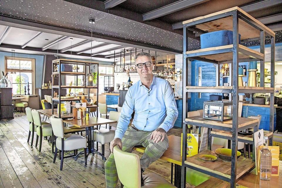 Ondernemer Ron Ippen in de zaak aan het Loopuytpark.