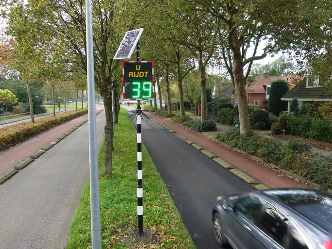 Snelheden van dik 100 km per uur in 30-km-zone Lambertschaag: 'Gemeente staat plegen misdrijven toe'