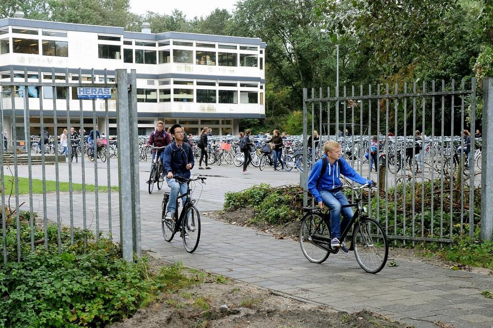 Lyceum aan Zee. Scholen aan Zee concentreert zich op de drs F Bijlweg.