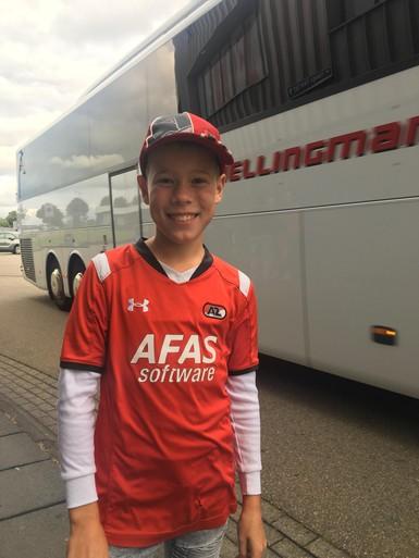AZ-fans komen aan bij stadion van ADO voor Europa League-kwalificatiewedstrijd: 'Wij krijgen een bekerfinalegevoel'