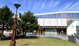 Ventilatie houdt scholen bezig: Sarkon zet de apparatuur op basisscholen uit, het Clusius College doet ouderwets de ramen open en het Regius College vertrouwt voorlopig op de luchtbehandeling