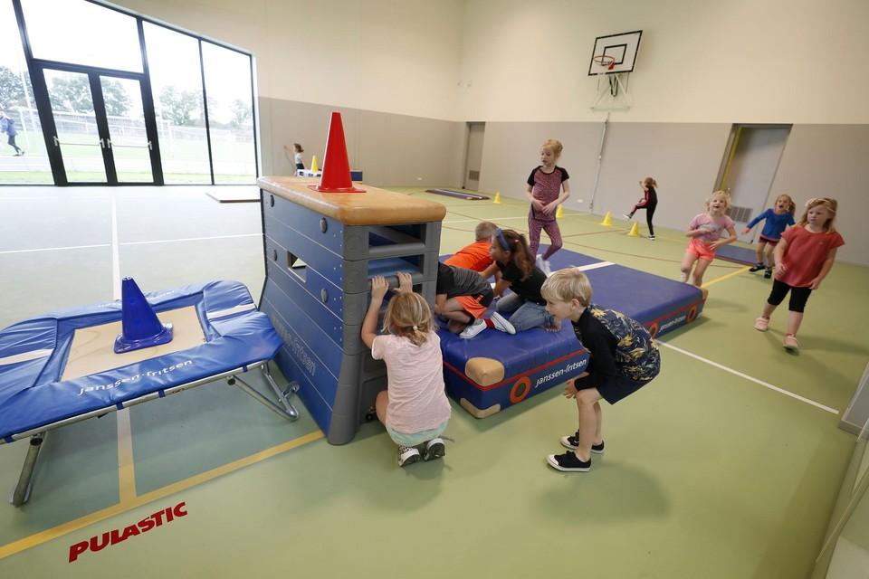 De nieuwe inpandige gymzaal van brede school de Meertuin in Slootdorp.