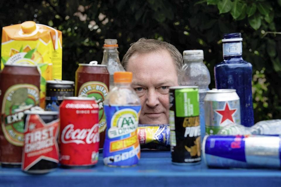 Dirk Groot is blij met de statiegeldplannen voor flesjes en blikjes. ,,Ik heb het al jaren over het invoeren van statiegeld.''
