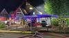Brandweer weet omliggende schuren en woningen te redden van vuur bij vloerenspecialist. 'Ik ben hier altijd bang voor geweest' [video]