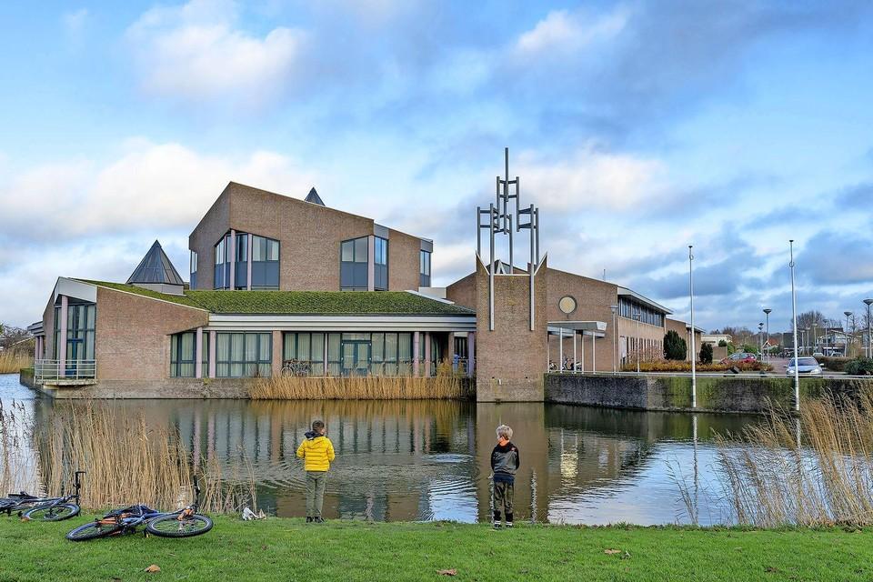 Is het voormalige gemeentehuis in Zuid-Scharwoude in beeld voor de opvang van asielzoekers?