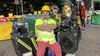 Clown Milko wijst publiek op drukke Haarlemse Grote Markt op 1,5 meter 'Slechts af en toe krijg ik een middelvinger'