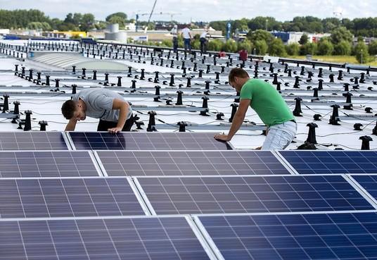 Over een paar jaar zijn de bedrijventerreinen in Alkmaar 'energiepositief'. Er wordt dan met zonnepanelen meer energie opgewekt dan er wordt verbruikt