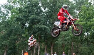 Polderse motorcrosser Michel Hoenson Nederlands kampioen: 'Ik kreeg twee jaar terug nog te horen dat ik misschien een andere hobby moest zoeken'