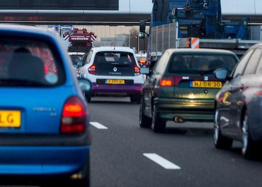 Flinke vertraging op de A4 bij Hoofddorp na ongeluk met olielekkage - Noordhollands Dagblad