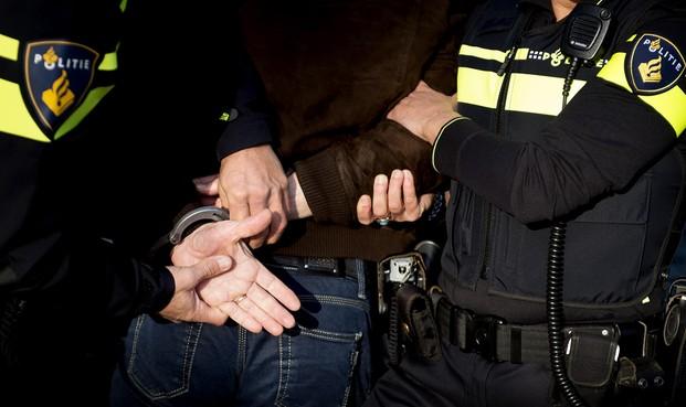 Politie achtervolgt tweetal op gestolen bromfiets in Zaandam