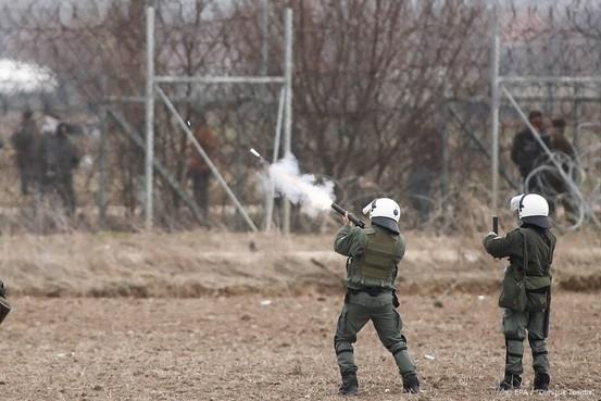 Crisis aan Griekse grens houdt aan: weer traangas afgevuurd
