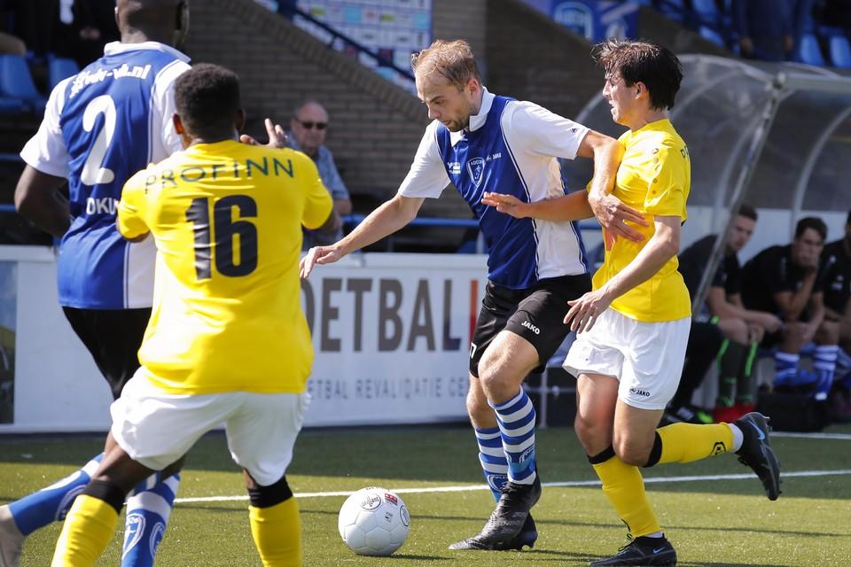 Raymond de Waard maakte de 2-0 tegen Blauw Geel'38.