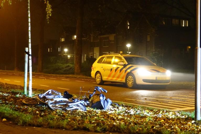 Automobilist rijdt door na aanrijding fietser in Zwaag, fietser met spoed naar ziekenhuis