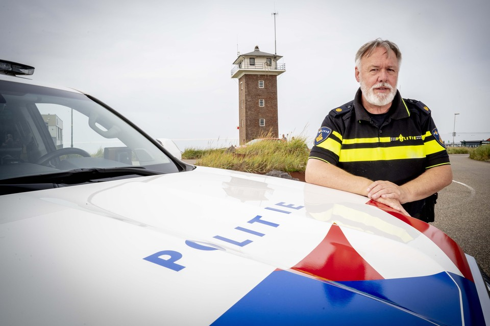 Martin Jansen bij de kustwachttoren in Huisduinen.
